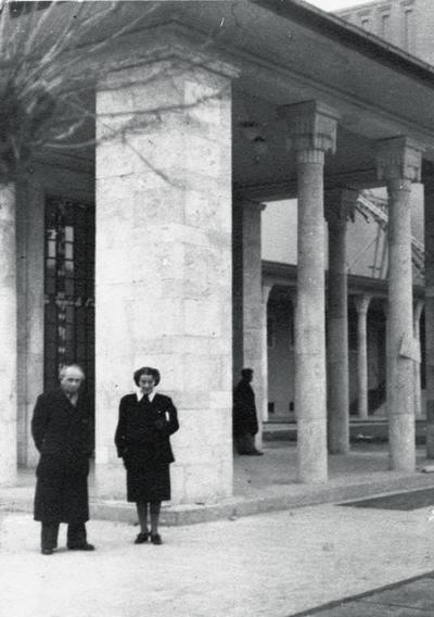 Renato und Trude Mordo vor der Staatsoper. Ankara 1948